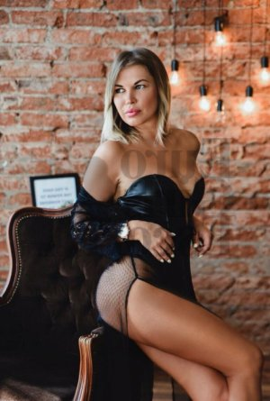 Anne-renée escorts in Salida