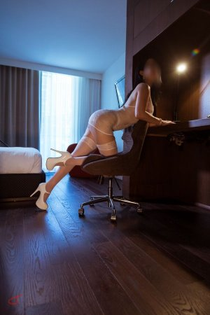 Lilas-rose incall escort in Watertown