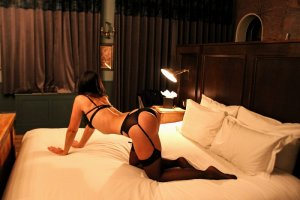 Caline incall escort