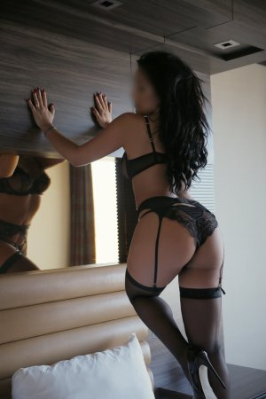 Isalys incall escort in Holly Springs